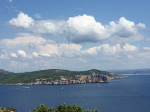 L côte ouest du golf ; au fond, Alghero